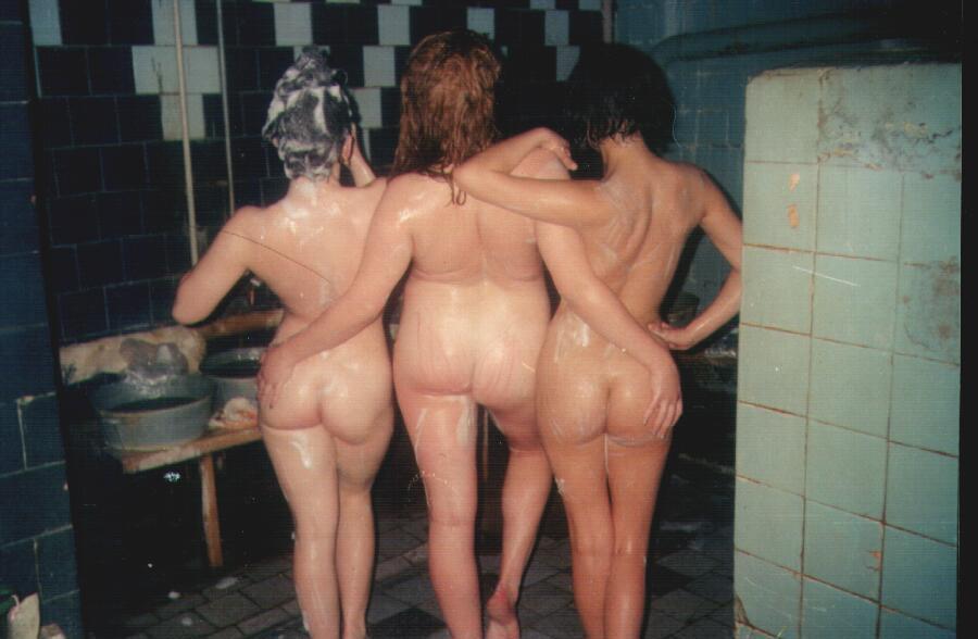фото голых девушек в общественных банях